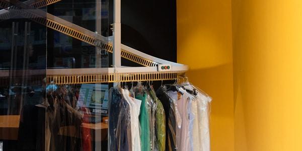 Сенсорный контроллер и конвейер для одежды